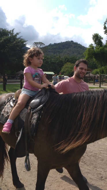 Cavalgando...